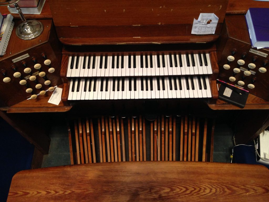 Pipe organ manuals (keyboards) and pedals